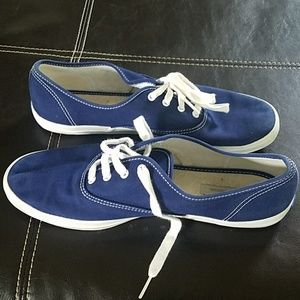 Keds size 10 Navy blue shoes. Great condition